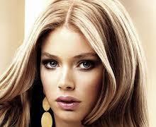 Мелирование волос придает прядям естественность и красоту.